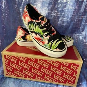 Black Hawaiian Print Vans 🌺🖤🌴